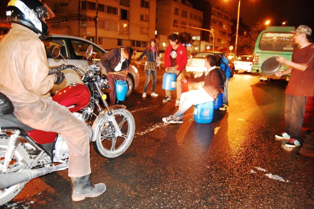 Awakening en la calle produciendo stomp   Foto: Diego Bernal