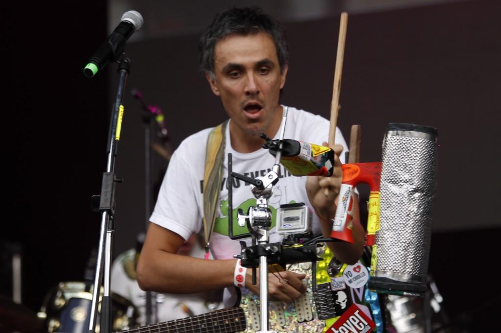 Julian Mejía, lider y vocalista de Consuladoi Popular | Foto: Natalia Rodríguez