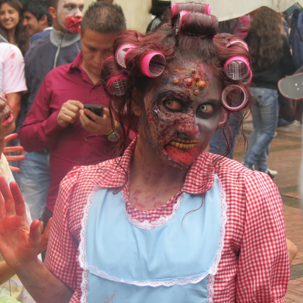 La tarde del 25 de octubre en Bogotá, será recordada como: la tarde que los zombis se tomaron Bogotá por la paz y los más vulnerables.