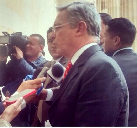El senador Uribe habla de estas propuestas antes de entrar a la plenaria del senado a debatirlas
