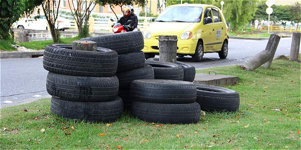 Neumáticos en la calle 127 con suba