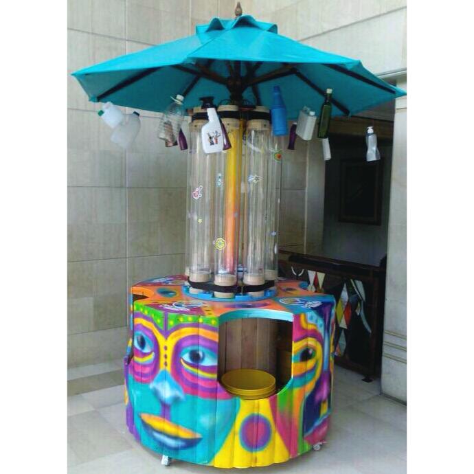 Lola la rockola máquina innovadora para el reciclaje