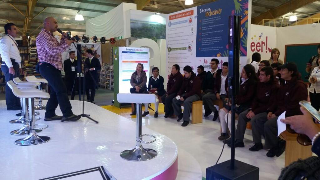 •Apertura oficial del stand del Ministerio de Educación Nacional, actividad en conjunto con los estudiantes del grado undécimo de la Institución Educativa Distrital Republica de Bolivia.