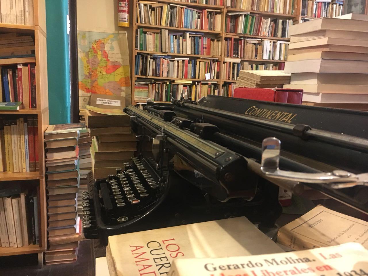 Librería Merlín máquina de escribir libros